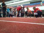 ganjar-pranowo-cek-lintasan-atletik-stadion-jatidiri.jpg