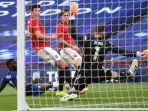 gol-bunuh-diri-harry-maguire-manchester-united-vs-chelsea-pada-semifinal-piala-fa-2019-2020.jpg
