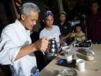 gubernur-jateng-nonaktif-ganjar-pranowo-didaulat-melaunching-kafe-bergaya-limasan-jawa-itu_20180322_231131.jpg