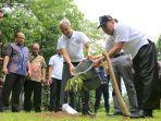 gubernur-jawa-tengah-ganjar-pranowo-menanam-pohon-durian.jpg