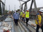 gubernur-jawa-tengah-ganjar-pranowo-saat-meninjau-pembangunan-jembatan-rembun.jpg