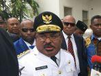 gubernur-papua-lukas-enembe_20180905_154449.jpg