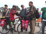 hakammabruri-37-warga-asal-bululawang-kabupaten-malangsaat-sampaidi-alun-alun.jpg