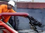 harga-minyak-mentah-dunia-terjun-bebas-ke-angka-3635-dollar-as_20151222_091421.jpg