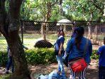 hari-kedua-lebaran-pengunjung-memadati-kebun-binatang-mangkang_20170627_013629.jpg