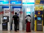 haris-tak-khawatir-gunakan-layanan-internet-banking_20150411_130207.jpg