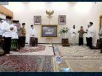 haul-ke-17-kh-muhammad-cholil-bisri-sabtu-2022021-malam-di-rumah-dinas-menteri-agama.jpg