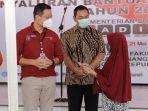 hendrar-prihadi-mendampingi-menteri-sosial-republik-indonesia-juliari-p-batubara.jpg