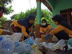 ibu-ibu-desa-juragan-batang-kelola-bank-sampah-saat-pandemi-covid-19.jpg