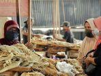 ilustrasi-suasana-di-salah-satu-pasar-tradisional-yang-ada-di-kabupaten-tegal.jpg
