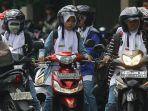 ilustrasi-wanita-hijab-naik-motorkaskuscoid.jpg