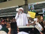 imam-besar-front-pembela-islam-fpi-habib-rizieq-shihab-menginjakkan-kaki-di-indonesia.jpg