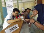 inisiatif-zakat-indonesia-gelar-pengobatan-gratis_20170913_134313.jpg
