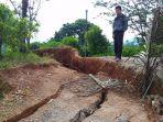 jalan-desa-kaliajir-sekaligus-jalur-penghubung-kabupaten-banjarnegara_20170323_145324.jpg