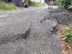 jalan-kabupaten-di-desa-kebutuhduwur-banjarnegara-ambles.jpg