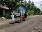 jalan-kabupaten-di-desa-kemangkon-purbalingga-diblokir-untuk-lalu-lintas-truk-pasir.jpg