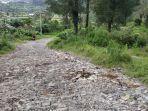 jalan-rusak-desa-gumelem-kabupaten-pekalongan.jpg