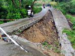 jangan-diikuti-jalan-beton-yang-membelah-turun-di-tikungan-itu-menuju-jurang_20170124_192026.jpg