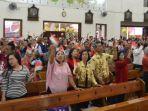 jemaat-gereja-mater-dei-lampersari-semarang-merayakan-kemerdekaan-ri_20170818_030348.jpg