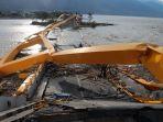jembatan-ponulele-atau-jembatan-kuning-yang-ambruk-akibat-peristiwa-gempa-dan-tsunami_20181014_130255.jpg
