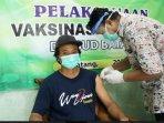 jurnalis-serentak-disuntik-vaksin1.jpg