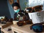 kacamata-kayu-cendana2.jpg