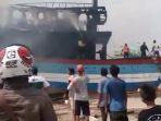 kapal-terbakar_20170614_133322.jpg
