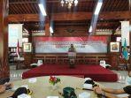 kapolres-kebumen-akbp-rudy-cahya-kurniawan-memimpin-deklarasi-unjuk-rasa-damai.jpg