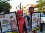 karakter-tokoh-spiderman-membawa-masker-ajakan-pakai-masker-di-kawasan-kota-lama.jpg
