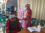 karyawan-kontraktor-yang-bekerja-di-lingkungan-pabrik-pt-solusi-bangun-indonesia.jpg