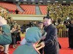 kcna-kim-jong-un-menyambut-peserta-konferensi-veteran-di-pyongyang.jpg