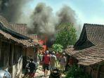 kebakaran-di-kabupaten-semarang-tepatnya-dusun-pojok-rt-5-rw-2-desa-dadap-ayam-kecamatan-suruh_20181008_140140.jpg