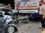 kecelakaan-antara-mobil-pikap-xenia-dan-bus-sumber-selamat-terjadi-di-jalan-ahmad-yani-kerten.jpg