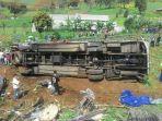 kecelakaan-beruntun-di-puncak-dipicu-oleh-bus-pariwisata-rem-blong_20170502_083636.jpg