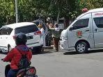 kecelakaan-berupa-satu-unit-mobil-innova-putih-bernopol-h-9137-yq-menabrak-tiang-lampu.jpg
