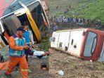 kecelakaan-bus-kramat-djati-di-tol-surabaya-mojokerto.jpg