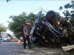 kecelakaan-bus_20180710_123439.jpg