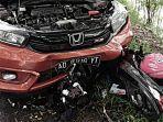 kecelakaan-motor-dan-mobil-honda-brio-di-ngepeng-sukoharjo.jpg