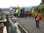 kecelakaan-truk-isotonik.jpg