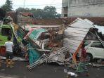 kecelakaan-truk-menabrak-empat-rumah-dan-dua-unit-mobil-di-jalan-raya-sunan-gunungjati.jpg