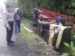 kecelakaan-tunggal-menimpa-truk-bermuatan-ayam-di-jalan-raya-desa-kedungbend.jpg
