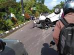 kecelakaan-tunggal-terjadi-di-jalan-adi-sucipto-solo_20161012_104122.jpg