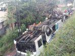 kecelakaan-tunggal-yang-melibatkan-bus-kramat-jati-terjadi-di-jalan-by-pass-cikopo-bandung.jpg