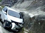 kecelakaan-xenai-di-tol-bawen_20161221_134852.jpg
