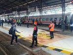kedatangan-penumpang-kereta-api-di-stasiun-daop-5-purwokerto.jpg