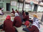 kelompok-mahasiswa-kkn-ik-iain-kudus-mengunjungi-punden-setempat.jpg