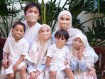 keluarga-hanung-bramantyo-dan-zaskia-adya-mecca-pada-hari-lebaran-2020.jpg
