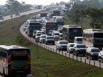 kemacetan-sepanjang-8-km-di-tol-cipali_20180610_100215.jpg