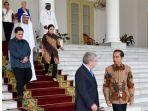 kepada-jokowi-presiden-ioc-bach-menyambut-pencalonan-indonesia_20180904_104613.jpg