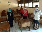 kepala-dinas-pendidikan-dan-kebudayaan-kabupaten-pekalongan-mengecek-hasil-ppdb-online.jpg